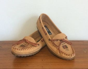 ON SALE Vintage 80s Leather Cherokee Moccasins / Slip On Southwestern Loafers / Ethnic Leather Boat Shoes / Size 9