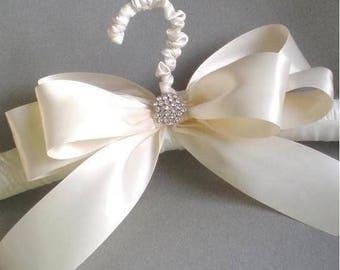 ON SALE Grande Lace Satin Bridal Hanger. Padded Satin Hanger. Chic  Bridal Shower GIFT Satin Jeweled Bow. Elegant Vogue Brid