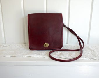 Vintage  1980s Classic Shoulder Leather Coach Wine Maroon Oxblood Crossbody  Flap Bag Satchel Turnlock Clasp Bag Made in NYC