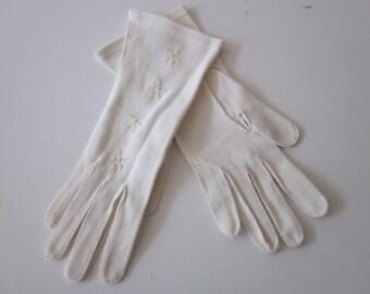 Vintage ladies gloves white  fabric fancy sz S M