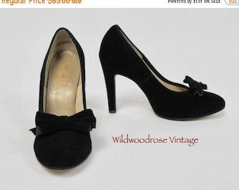 SUMMER SALE Vintage 1970's Baby Doll Suede Stilettos - 4.25 Inch Heel - Pleated Bow - Evening Shoes - Retro Pumps - Classic Stilettos - Ladi