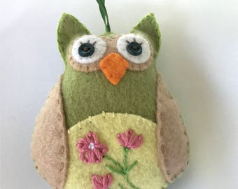 Flower Owl Ornament, Hand stitched Owl Ornament, Felt Owl, Green Hanging Felt Owl, Wool Felt Ornament, Owl Car Charm, Owl decoration