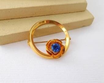 Vintage Royal Blue Rhinestone Gold Tone Flower Circle Wreath Brooch Pin