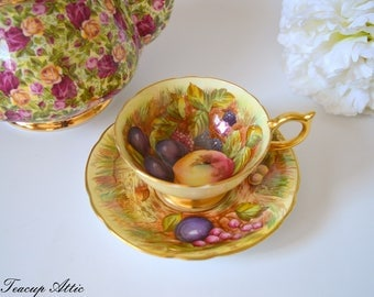 Aynsley Pale Yellow Fruit Motif Teacup And Saucer Set Signed By The Artist, D. Jones, English Bone China Tea Cup Set, ca. 1952