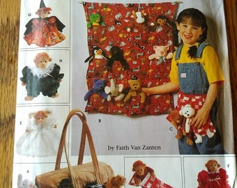 """Simplicity Crafts Pattern #7695 Tote Organizers, Apron, Sleeping Bag and Clothes for 9"""" Bean Bag Animals"""