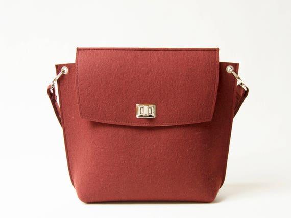 Wool Felt FLAP BAG / maroon tote bag / dark red bag / womens bag / felt shoulder bag / elegant bag / made in Italy