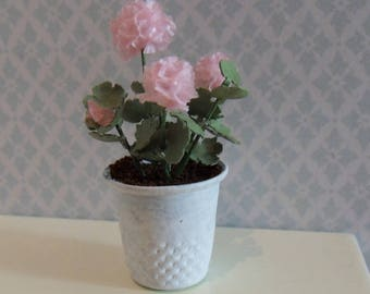 Light pink geranium to your dollhouse