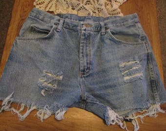 """Vintage  Wrangler CUTOFF JEAN SHORTS Grunge W 36 Measured Hot Pants High Waisted 36"""" frayed ripped destroyed"""