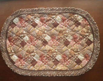 Vintage Set of 5 Country Quilt Print Placemats Oval Brown and Cream 18.5 x 13  Five Floral Cloth Reversible Table Linens Mats Fall Autumn