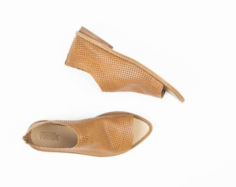 Preforated Summer Shoes In Camel