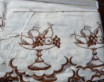 making Brown embroidered lace trim