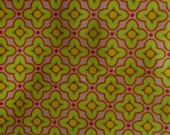 Tissu à motif fleurs géométriques rose pale, vert anis et jaune