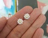 Special teeny daisy earrings and teeny daisy pendant order for Michal