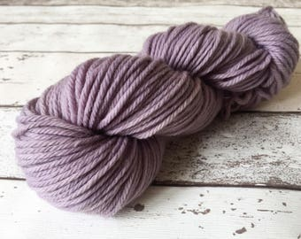 Rugged Lavender: Natural hand-dyed Chunky yarn in 100% Peruvian Highland Wool 100g / 125m