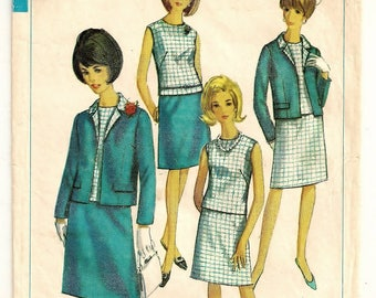 "A Classic Suit Set Pattern for Women: Shell Blouse, A-Line Skirt & Open Jacket - Women's Size 44 (Today's 22-24), Bust 46"" • Simplicity 6891"