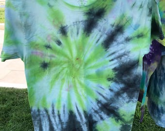 Kids large tie dye T-shirt black green