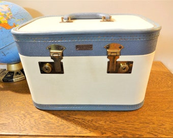 Pretty Vintage 1950's Aero PakTrain Case Luggage with Keys - White with Powder Blue Trim - Make-up Case - Overnight or Weekend Bag