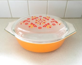 Vintage Pyrex Friendship 1-1/2 quart Covered Casserole Dish * Oval Baking Dish #043