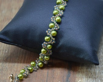 Lime green glass pearl wave bracelet