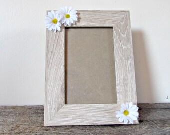 Daisy Picture Frame- 4x6, 5x7 or 8x10- Wood Photo Frame- Daisy Home Decor- Daisy Kitchen- Daisy Nursery- Daisy Baby Shower- Daisy Gift Idea