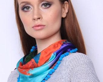 Scarf has beautiful eye-catching colours