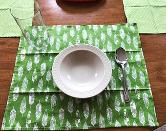 Green chic feather and poka dots placemats