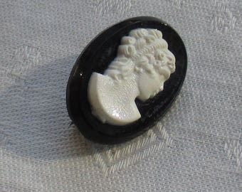 Vintage Black & White Plastic Cameo Oval Shaped Brooch
