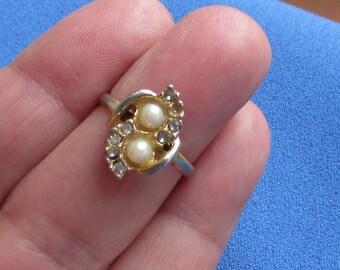 Vintage Faux Pearl Rhinestone Costume Ring Missing Rhinestone Repair Repurpose