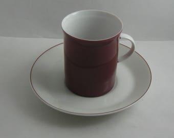 Rosenthal Germany. Form 2000. Dekor Secunda purpur. Kleine Tasse / Espresso Tasse / Mokka Tasse mit Untertasse. Hans Theo Baumann. VINTAGE