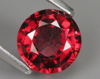 1.35 Ct Natural Africa Purplish Red RHODOLITE GARNET