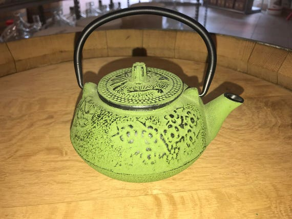 Japanese Style Tetsubin Cast Iron Tea Pot - Green Bamboo Leaf Design