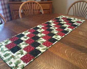 Quilted table runner, Christmas table runner, Quilted Christmas table runner, Christmas table linens, table runner