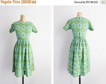 ON SALE 1960's Print Dress // Small to Medium Mid Century Mad Men Dress // Women's Vintage Clothing