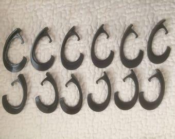 Vintage Berkeley 12 Plastic Black Shower Curtain Hooks