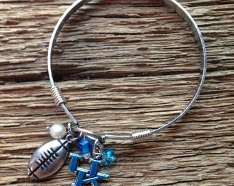 UK Wildcats bangle bracelet with matching beads: Kentucky Wildcats bracelet, UK cats jewelry, UK charm bracelet, Kentucky bangle