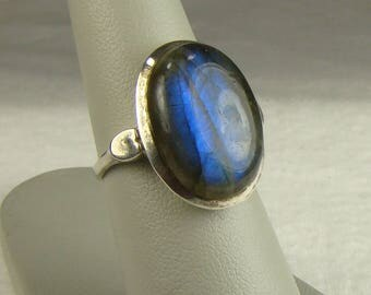 Luminous Labrdorite Sterling Modernist Style Ring ~ Size 6 1/4 (Photo#5)