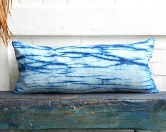 Indigo Arashi Shibori Pillow Ink Blue White hand dyed vintage Linen Seagreen Jade Cushion Indigofera tinctoria 75x35 cm 29.5x14 inches
