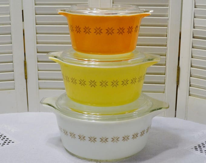 Vintage Pyrex Town and Country Nesting Bowl Set of 3 with Clear Glass Lids. Orange Yellow White Star 473 474 475 PanchosPorch