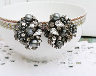 Vintage Miriam Haskell Signed Robert Classic Rhinestone Faux Black Pearl Clip on Earrings Silver Plate Clear Black Gray Mid Century Earrings