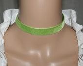 Green velvet choker