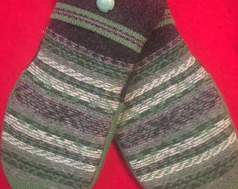 A23  cute green felted wool mittens size small