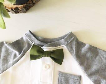Brody Bowtie // Army Green Bowtie, Green Baby Bow tie, Baby Bow ties, Clip-on Baby Bow tie