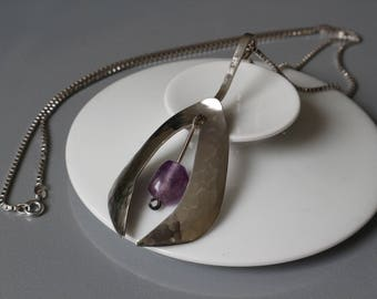 Beautiful tough modernist sterling silver necklace, decorated with an amethyst.