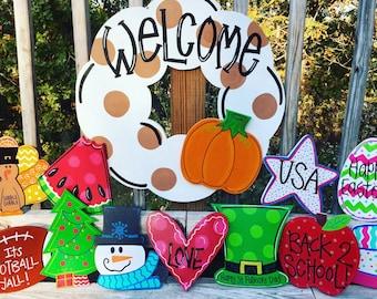 Door Hanger with 4 Attachments, All Year Door Hanger, Wreath with Attachments, All year wreath, housewarming gift, welcome door hanger