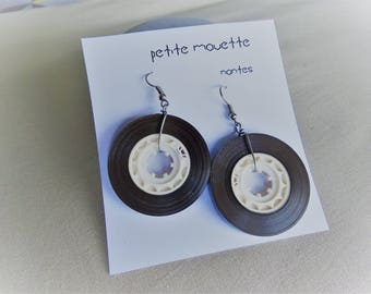 Earrings made of recycled audio tapes: chocolate band / white interior