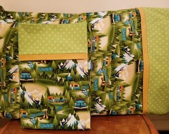Set of 2 Pillowcases with Vintage Trailer Print