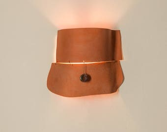 Very unique sculptured ceramic wall light fixture - Terracotta and cream textured clay lamp