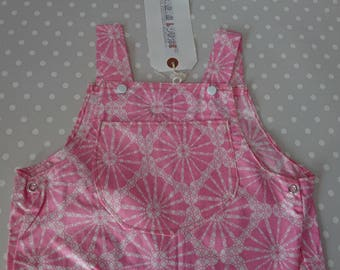 Beautiful baby girl 60s floral dungarees in size 6 to 9 months