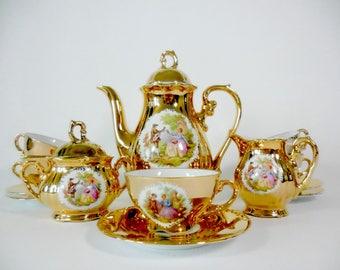 Wonderful Porcelaine Vintage demitasse Set Bavaria Mayer Wiesau 1840 for 5.  Coffee Set 1950. Golden Trim