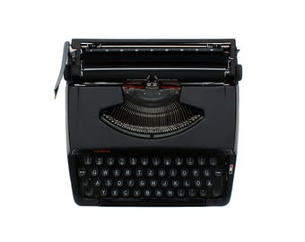 Model brother DELUXE 220 small portable typewriter Made in Japan